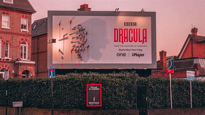 5e16e2b4f300e dracula shadows billboard 5e15a8198ab15  700 - Facas fazem sombra em Marketing de Drácula da BBC