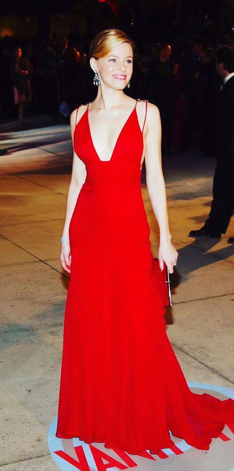 5e43b706d38a0 celebrities actors recycled clothes sustainability oscars 10 5e42aea5c58f1  700 - Ricas, sim! Repetir o vestido, também!