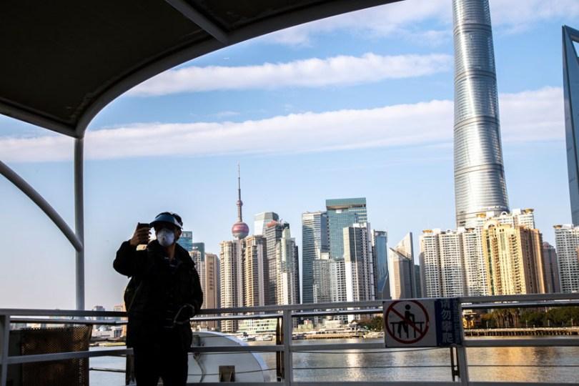 5e43b711d31fa coronavirus outbreak empty shanghai streets photos nicole chan 1 7 5e425d5bc1ba1  880 - O dia em que a China parou! 32 fotos das ruas vazias de Xangai durante o surto de Coronavírus