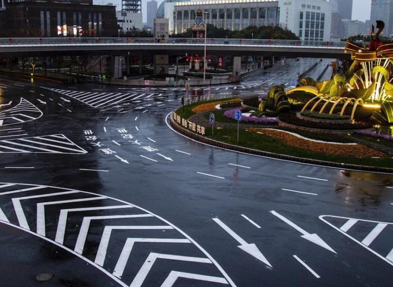 5e43b7128941a coronavirus outbreak empty shanghai streets photos nicole chan 1 33 5e425d8e4ac2d  880 - O dia em que a China parou! 32 fotos das ruas vazias de Xangai durante o surto de Coronavírus