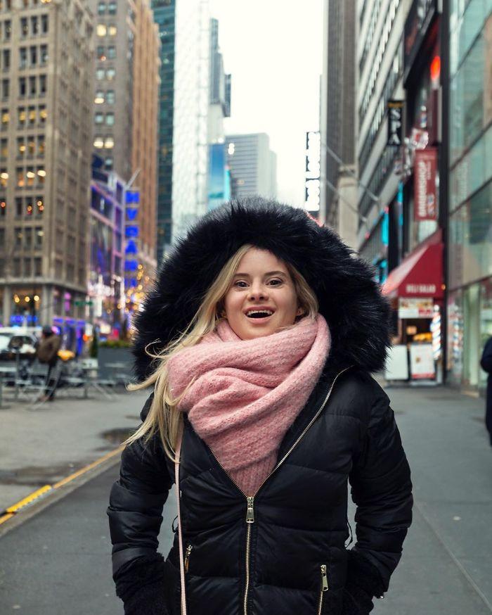 5e4fa86ae0860 B8Rm91xBGwN png  700 - Linda modelo com Síndrome de Down cumpriu seu sonho de modelar na New York Fashion Week