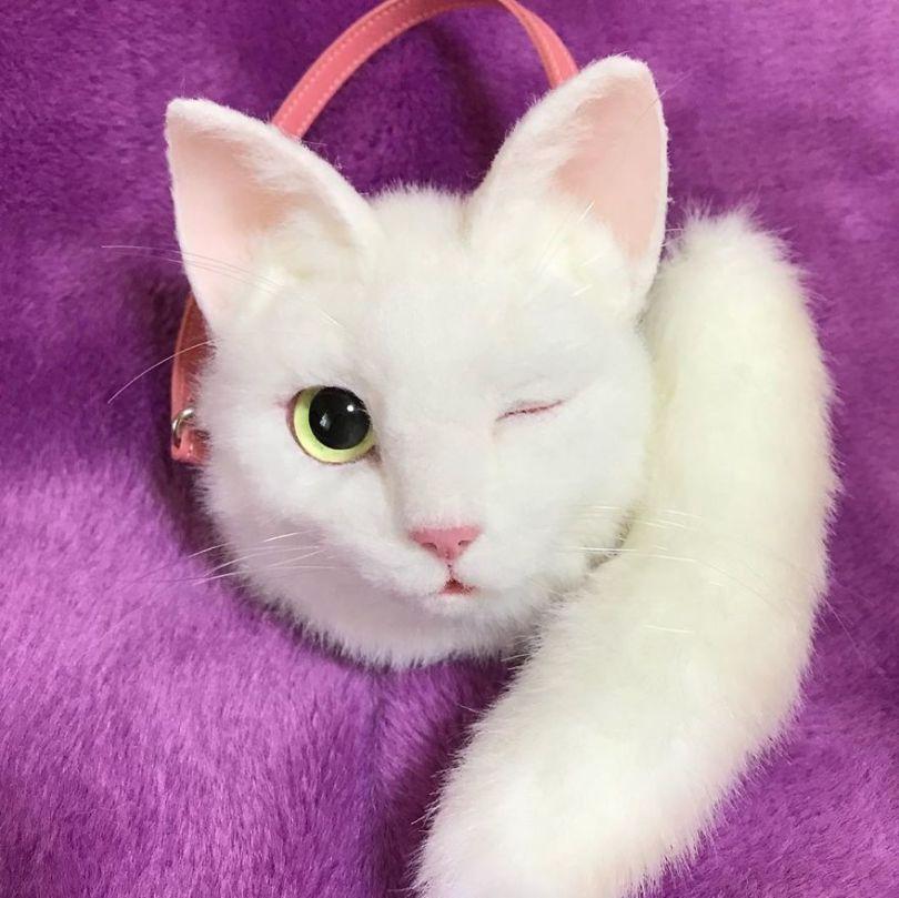 5e577eb950f1a Japanese artist continues to create bags in the shape of cats and realism impresses 5e54ce6db7d5d  880 - Artista japonês cria Bolsas de gatos que assustam de tanta veracidade
