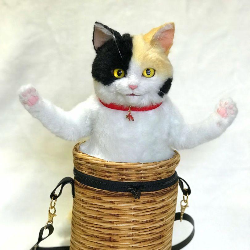 5e577ebecade9 Japanese artist continues to create bags in the shape of cats and realism impresses 5e54cfb4b5269  880 - Artista japonês cria Bolsas de gatos que assustam de tanta veracidade