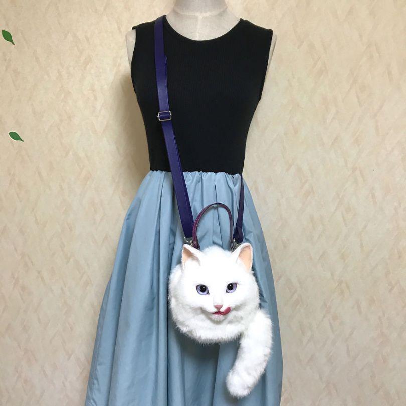5e577ec2889a9 Japanese artist continues to create bags in the shape of cats and realism impresses 5e54d04febf27  880 - Artista japonês cria Bolsas de gatos que assustam de tanta veracidade