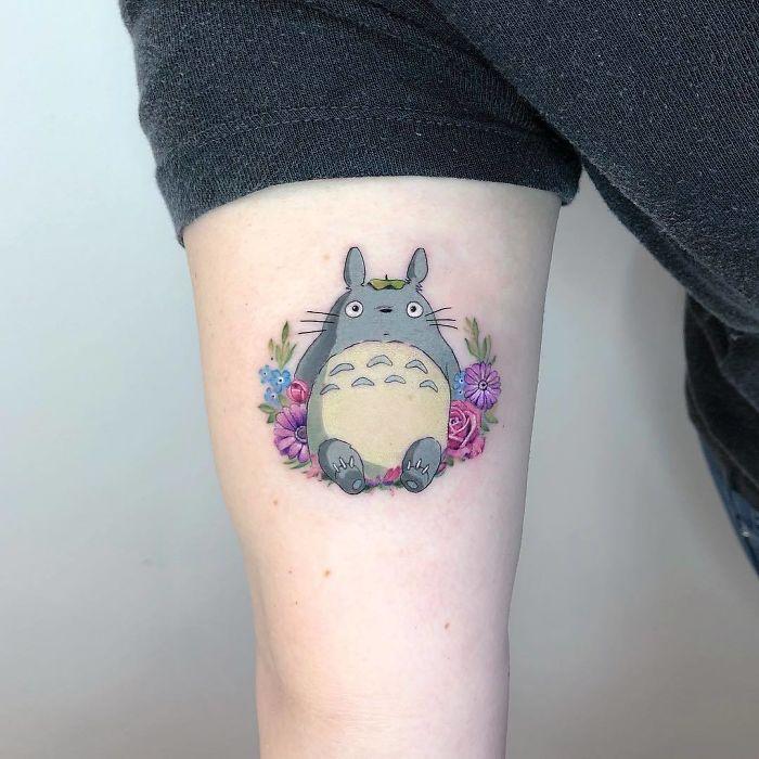 5e689afb17967 Bv1HMFkHbP1 png  700 - Tatuagens minúsculas inspiradas na cultura Pop de tatuador Israelense