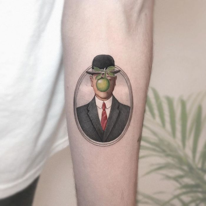 5e689afbcf0eb B1drYiTFbHA png  700 - Tatuagens minúsculas inspiradas na cultura Pop de tatuador Israelense