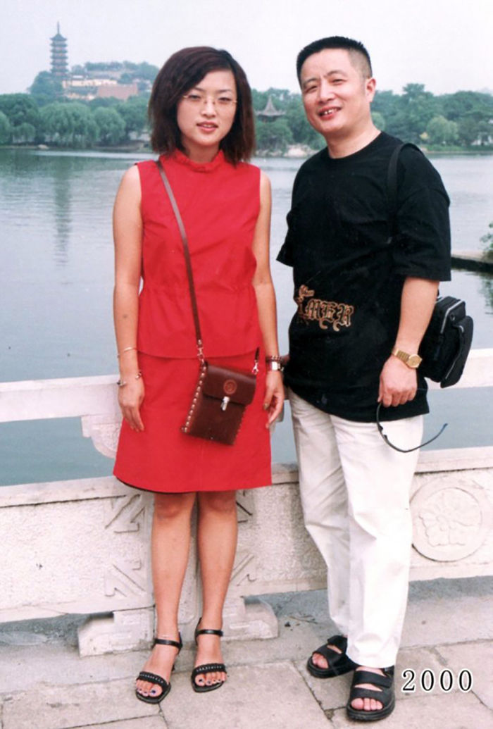 5f3f745a2f900 dad daughter same photo location different year hua yunqing 1 23 5f3e28481eb29  700 - Mesma foto, mesmo lugar há 40 anos!