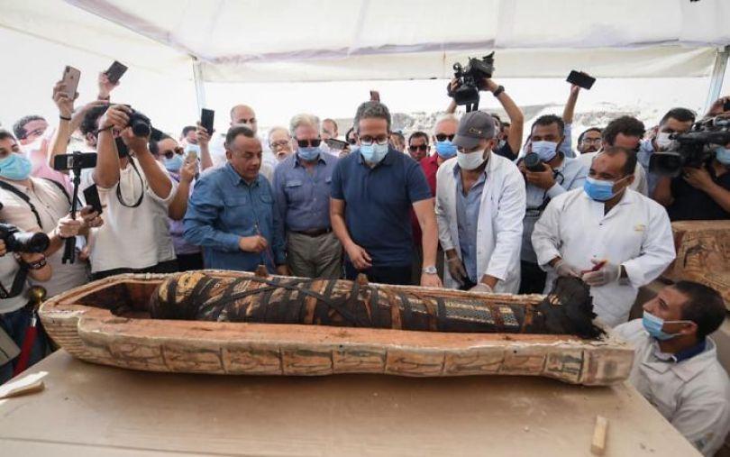 5f841a84ca835 2500 years old mummy tomb opened egypt 7 5f8004d11f7da  700 - Veja o momento em que egípcios abrem um sarcófago de 2.500 anos