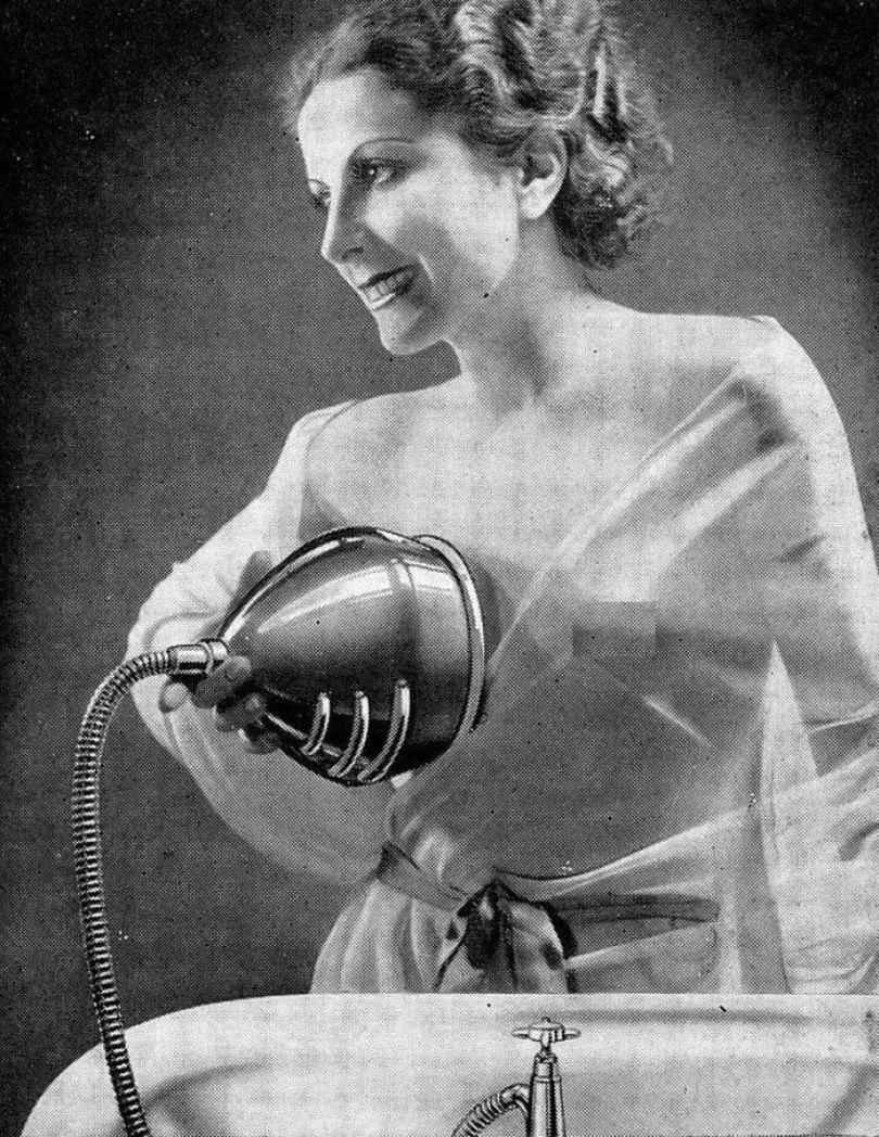 5f9285101d809 weird things women did vintage pics 10 5b63020e35c09  700 - Coisas estranhas do passado a que as mulheres se sujeitaram em nome da beleza (Não se assuste!)