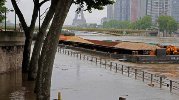 Flooding Closes Louvre Museum In Paris Kills 6 Germany
