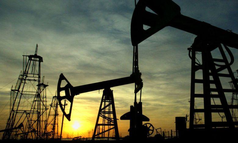 Photo of علاقة وثيقة: كيف أثرت أسواق النفط على الدولار الكندي؟