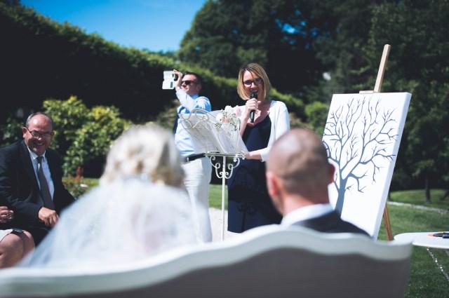 Demoiselle capeline wedding planner Bretagne et officiante de cérémonie laïque