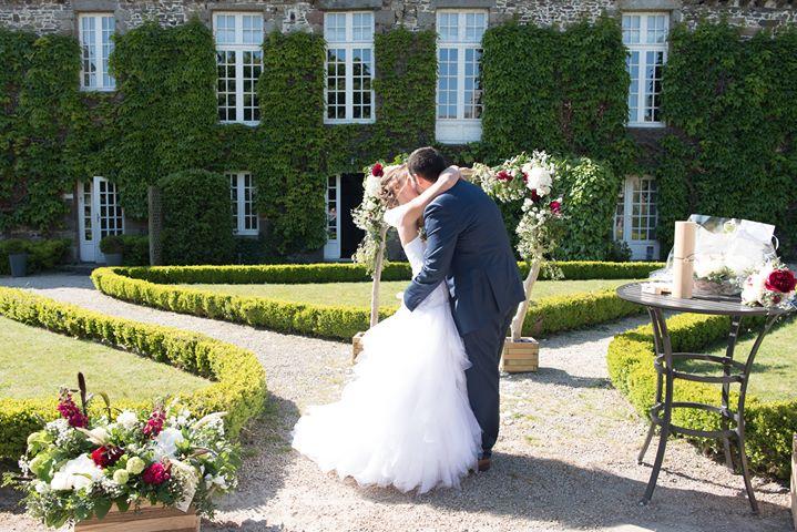 Elodie et Anthony : Demoiselle capeline officiante de cérémonie laïque en Bretagne