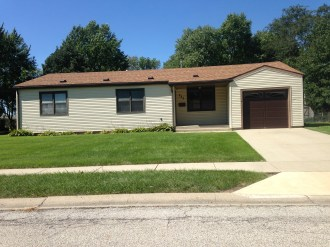 225 Meadowbrook front of house