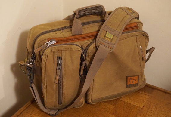 Deneki review of the Boulder Briefcase from Fishpond