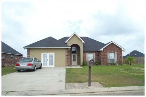 South-Point-Subdivision-Home-With-Enclosed-Garage