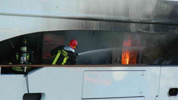 benett-fb261-yacht-fire-firefighter-on-board