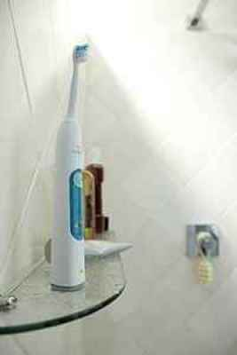 Philips-Sonicare-3-Series-Gum-Health-Sonic-Electric-Rechargeable-Toothbrush-HX6610-01-with-travel-case