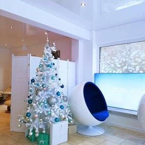 Unser Institut mit Weihnachtsbaum