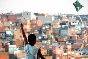 aquilone-ragazzi-favelas-new