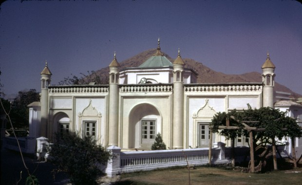 A mosque building stands west to the mausoleum of King Abdul Rahman -- in the present Zarnigar Park, center of Kabul -- which was the Bostan Serai built by King Habibullah (son of King Abdul Rahman). Today is stands as a store room for the Department of Preservation of Monuments, Ministry of Culture.