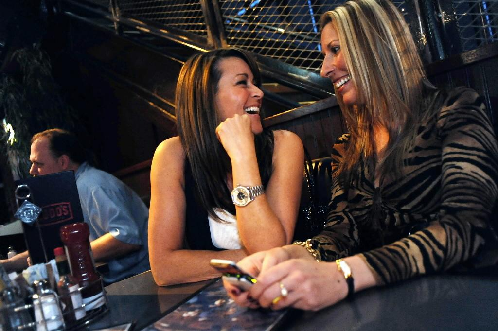 Self Proclaimed Urban Cougars Melanie Olson 44 Left And Christine Spuehler 44 Right Prowl A Bar In Highlands Ranch Colo May 13 2009
