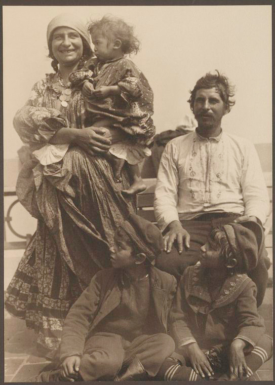 Gypsy family. Photo courtesy of New York Public Library Digital Collections.