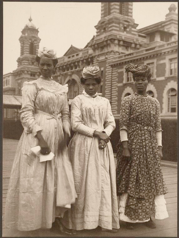 Three women from Guadeloupe. Photo courtesy of New York Public Library Digital Collections.