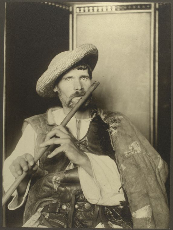 Romanian piper. Photo courtesy of New York Public Library Digital Collections.