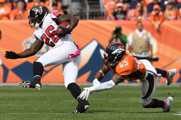 Falcons running back Tevin Coleman (26) evades a tackle by T.J. Ward