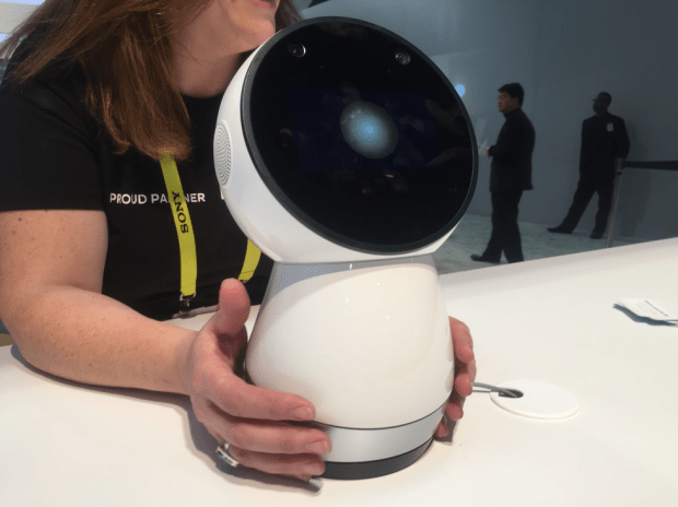 JIBO recognizes users by face and voice recognition.
