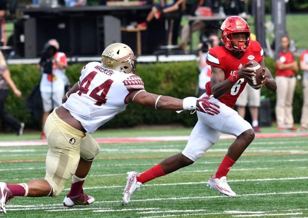 Louisville quarterback Lamar Jackson (8) avoids ...