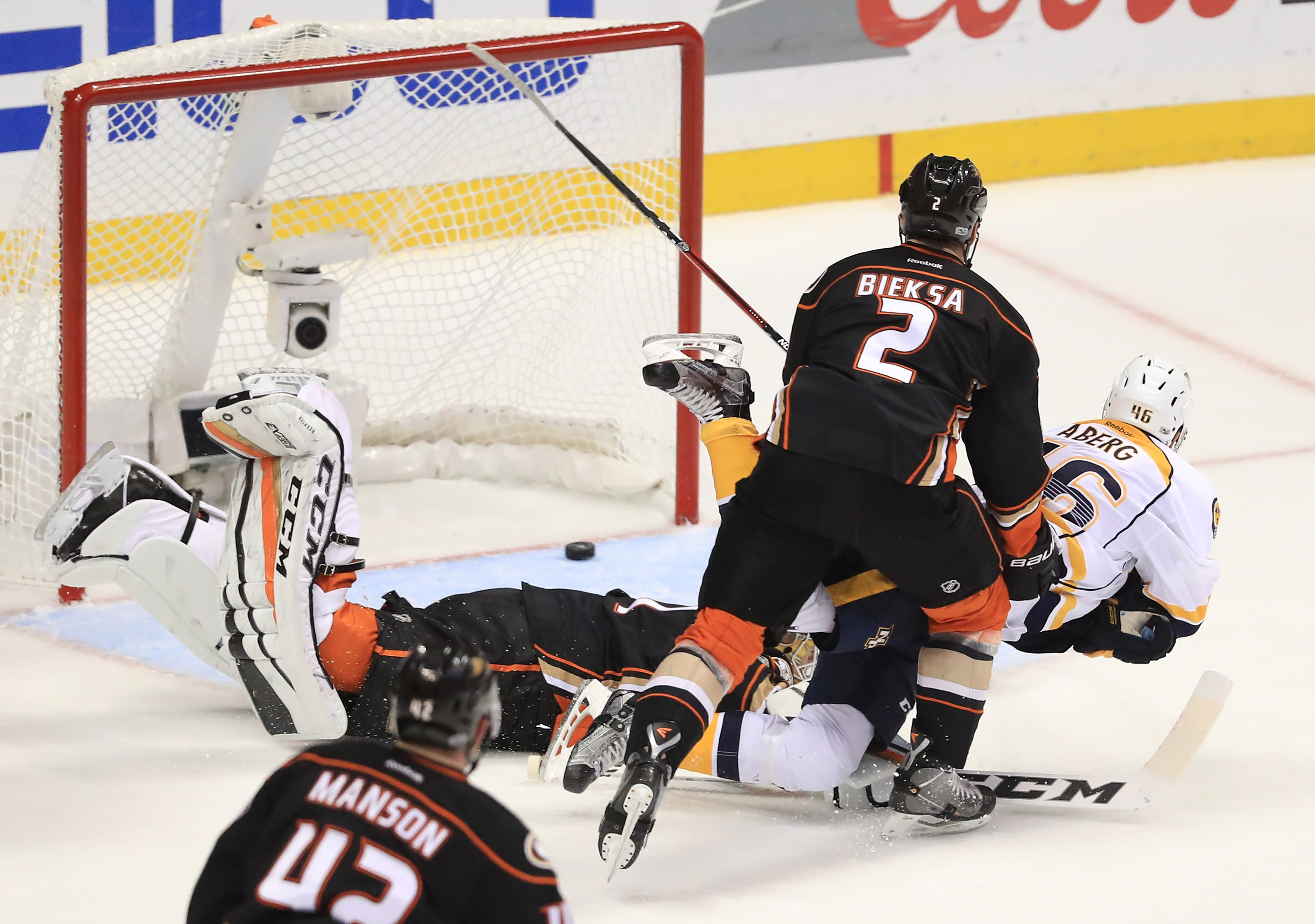 Gibson out, Bernier makes 1st playoff start in net for Ducks