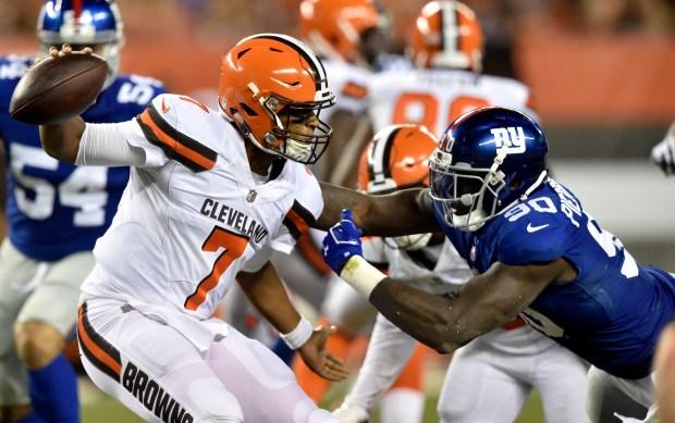 Cleveland Browns quarterback DeShone Kizer (7) ...