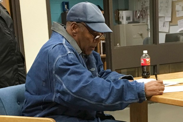 Former football legend O.J. Simpson signs ...
