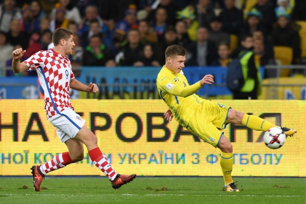 Ukraine's Mykola Matviyenko (R) vies with Croatia's Andrej Kramaric (L) during the FIFA World Cup 2018 qualification football match between Ukraine and Croatia in Kiev on October 9, 2017.
