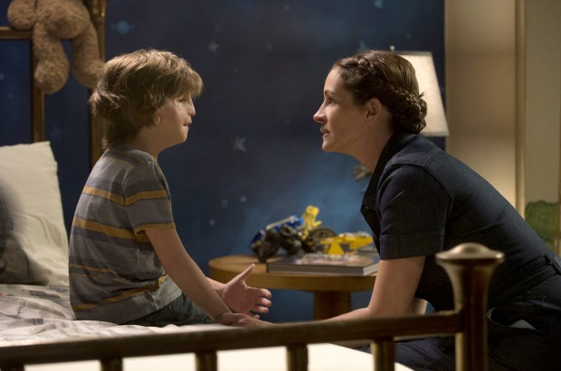 Jacob Tremblay and Julia Roberts as ...