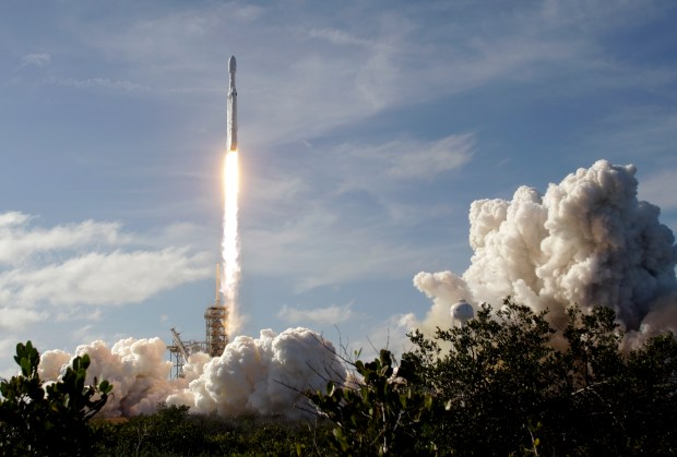 A Falcon 9 SpaceX heavy rocket ...