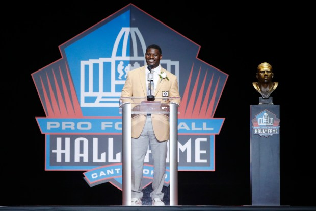 LaDainian Tomlinson speaks during the Pro ...