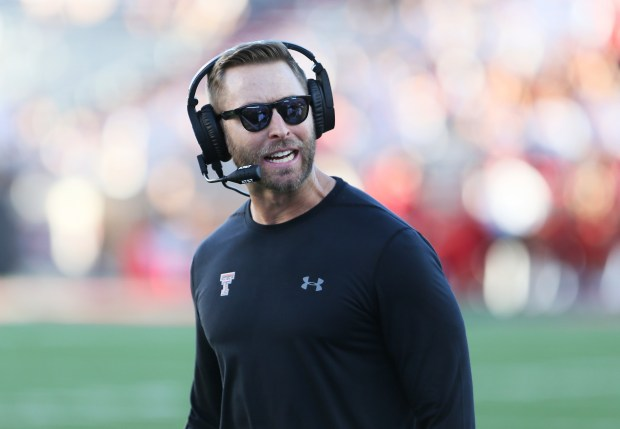 Texas Tech coach Kliff Kingsbury reacts ...