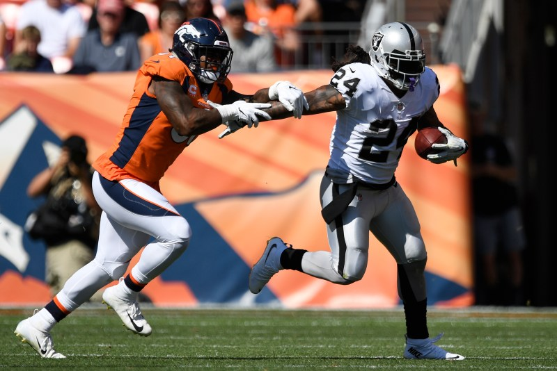 Marshawn Lynch (24) of the Oakland ...