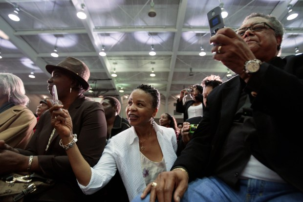 People photograph presidential candidate Barack Obama ...