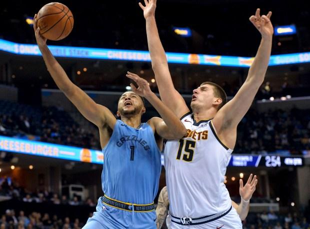 Memphis Grizzlies forward Kyle Anderson (1) ...