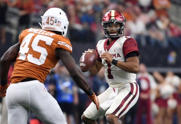Oklahoma quarterback Kyler Murray (1) looks ...