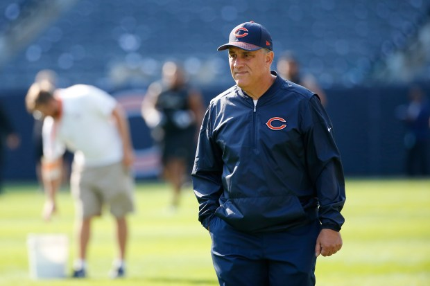 Chicago Bears defensive coordinator Vic Fangio ...