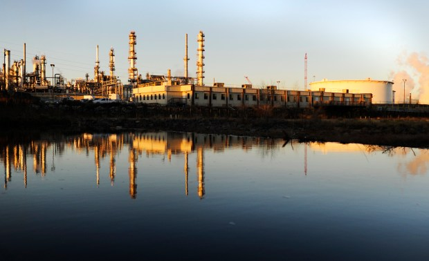 Suncor oil refinery operators hit by Colorado health department for emitting toxic gas