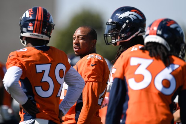 Chris Harris (25) talks to Trey ...