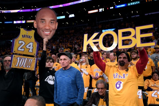 Kobe Bryant fans before the Los ...
