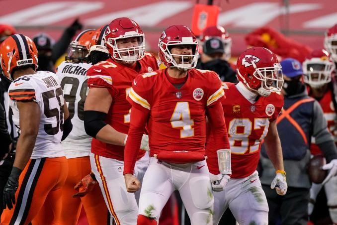 After losing Patrick Mahomes, Chiefs and Chad Henne hold off Browns
