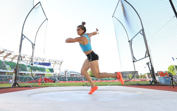 Valarie Allman competing in the Women's ...